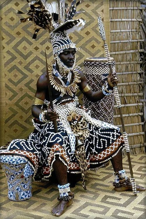 www.theafricantouch.com / Ethnic Nomad Exotic and African Decor and Style / Kuba king, Congo #nocreditfound