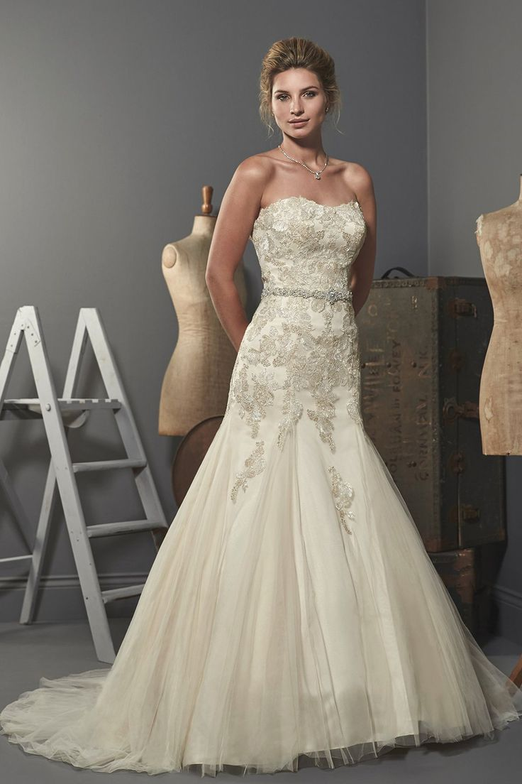 Best 25 lace fishtail wedding dress ideas on pinterest for Wedding dresses chattanooga tn