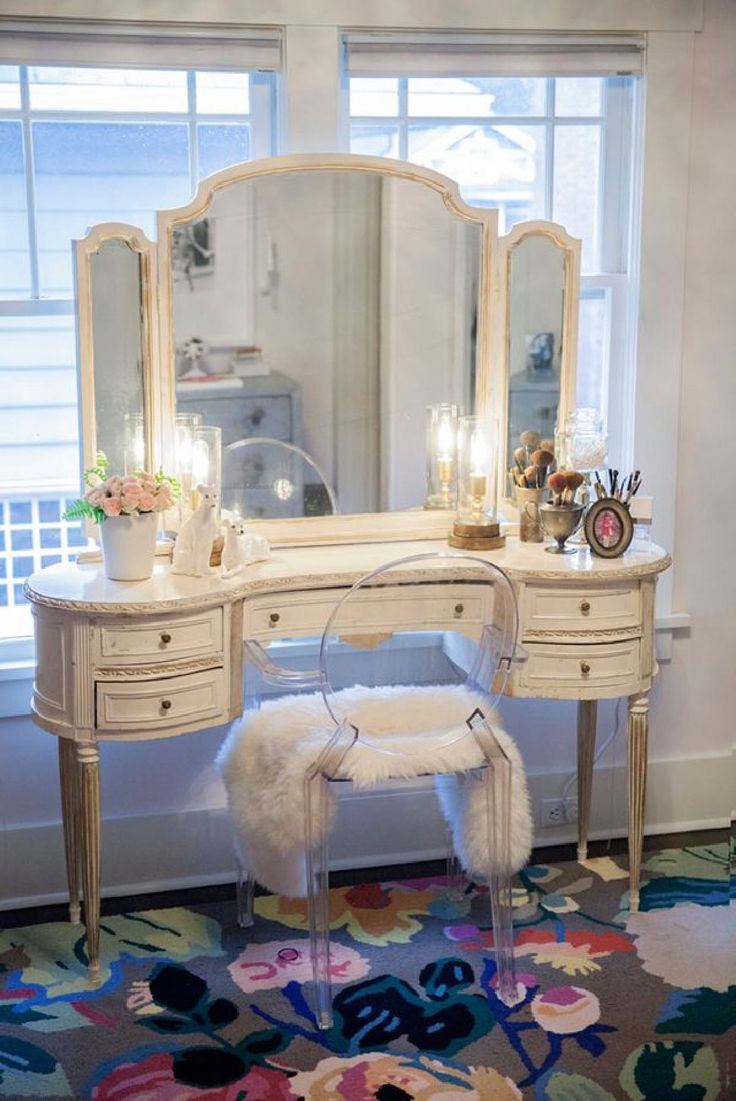 19 best mirrored desks images on pinterest antique furniture see the rest of kelley moores iconic closet on cocokelley shabby chic vanity table dressing table gorgeous geotapseo Choice Image