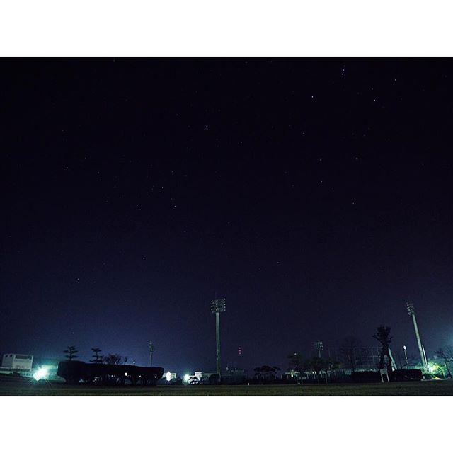 Instagram【im_ka___】さんの写真をピンしています。 《. 初めての星景、、、 肉眼では流星群見れた😚 #難しすぎ #次はもっと暗いとこ行ってみたい #夜景 #星空 #星景 #地元 #公園 #夜 #冬 #カメラ初心者 #カメラ超初心者 #カメラ勉強中 #ミラーレス一眼 #カメラ女子 #カメラ好きな人と繋がりたい #写真好きな人と繋がりたい #オリンパス #オリンパス倶楽部 #OLYMPUS #olympusomdem10 #📷 #f4f》