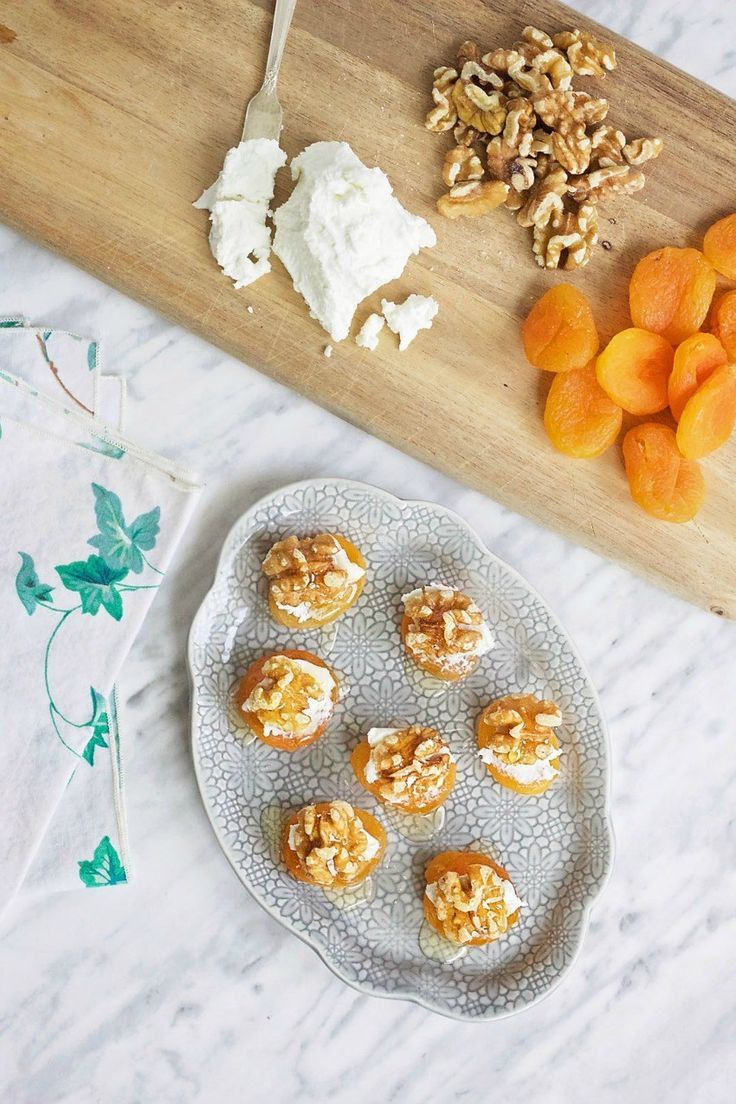 Melt In Your Mouth Apricot and Goat's Cheese Hors D'Oeuvres (with honey and walnuts)