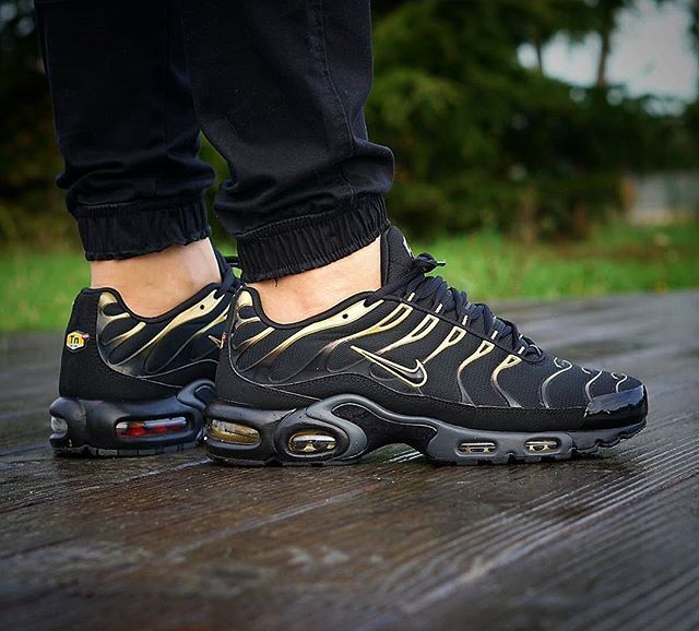 f60a9d13bff95a Nice Shoes on Twitter. Nike Air Max Plus  Black Gold