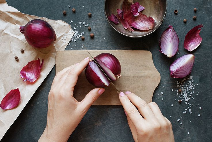Ovarian cancer: How onions help : Did you know onions do more than add taste to your meals? Women should eat more onions to help beat ovarian cancer. Know how a common ingredient in Indian kitchens help curing such a dangerous disease.
