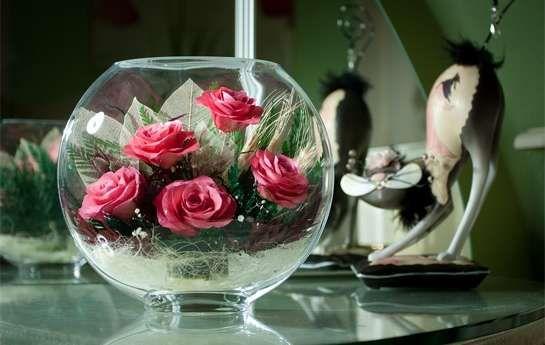 Купить в Киеве живые цветы в стекле. Розы, запаянные в стекло, стабилизированные цветы. Доставка по Украине