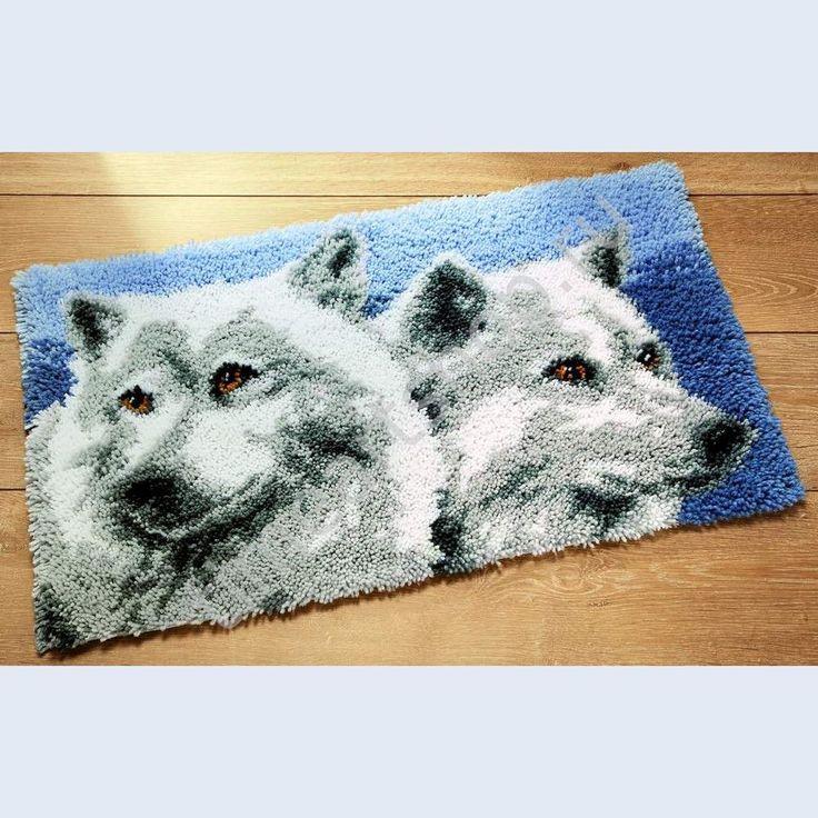 Белые волки, техника ковроплетения размер 92х55см