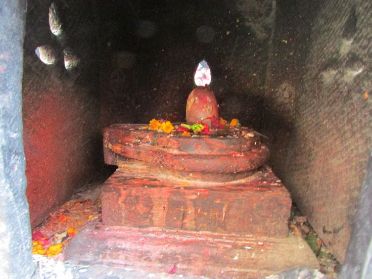 Lingam in red
