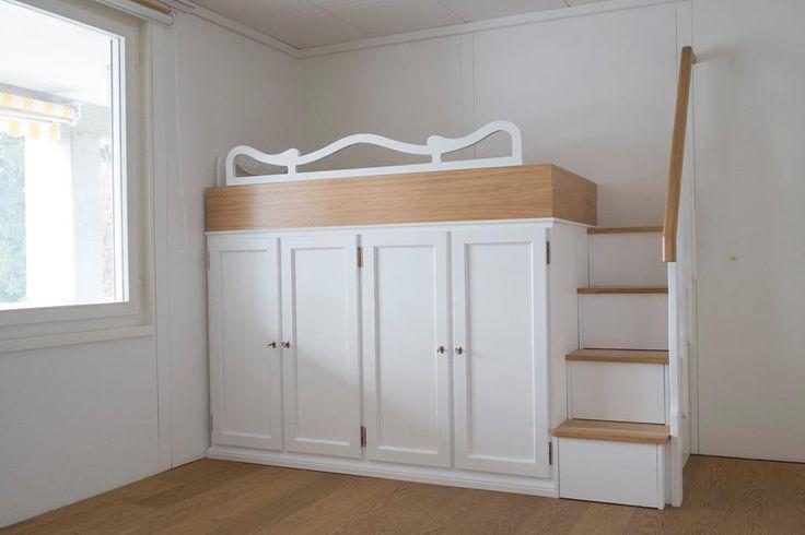 Letto con armadio inserito in rovere. http://legnoeoltre.altervista.org/letti-a-castello/