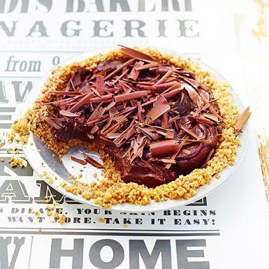 Paj med krispig nötbotten och den lenaste chokladmoussen. Få kan gissa den hemliga ingrediensen i moussen – nämligen avokado! Se till att den är mogen, men inte brun, för bästa smak. En lika sagolikt god som klimatsmart dessert, som är helt vegansk.