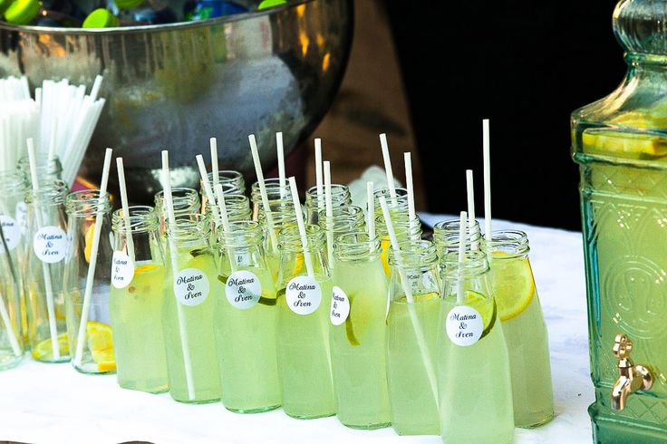 Welcome the guests with home made icy lemonade !