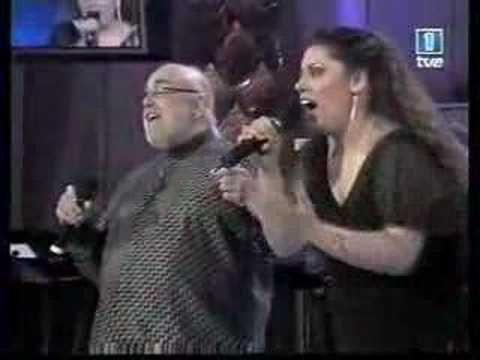 Saray Ramírez y Demis Roussos (adios amor, adios)