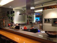 TVs em vidros e espelhos – saiba como aderir a essa sofisticada tendência!