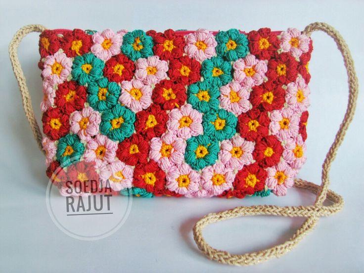 Mollie flower pattern crochet. Medium sling bag made with love Soedja rajut