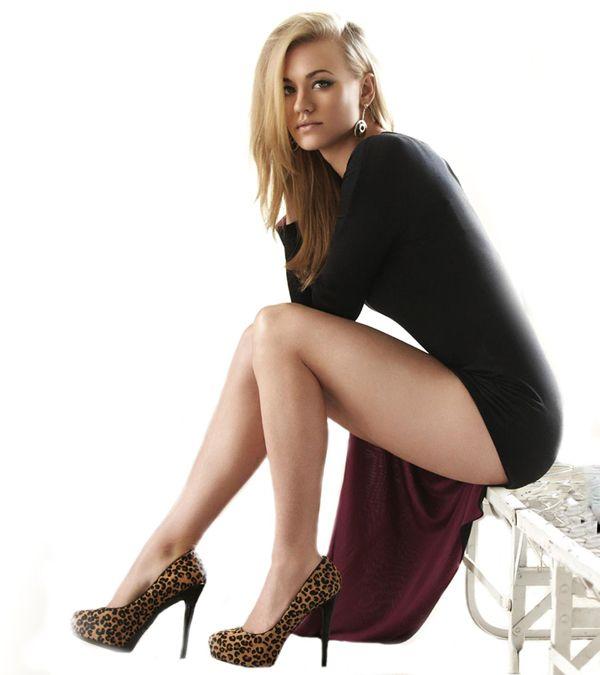 Yvonne Strahovski hottest pics and bikini photos. (16 ...