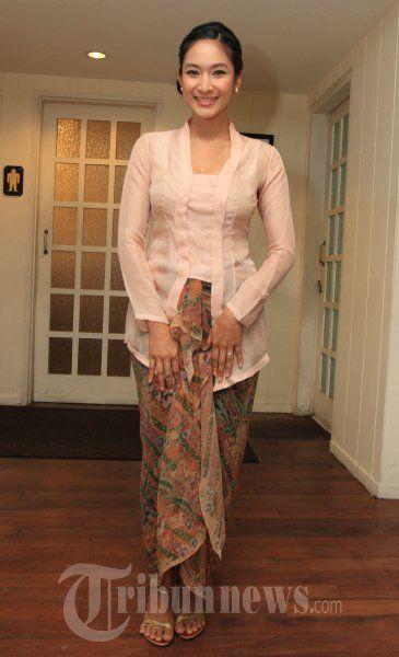 Kebaya Jawa - Happy Salma