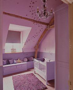 Roze Meisjeskamer Met Schuin Dak.......