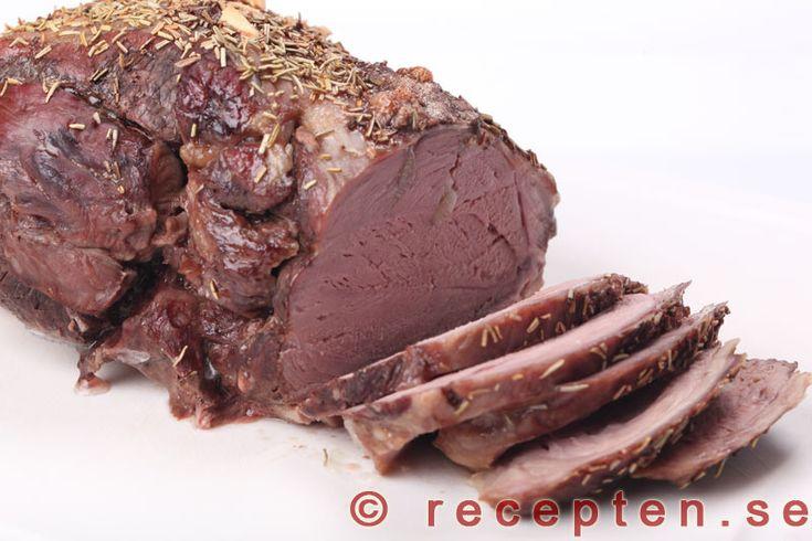 Lammstek - Recept på saftig och god lammstek. Lammsteken kryddas med rosmarin och vitlök som ger god smak.