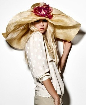 #Pamela de gran tamaño con apliques de rosas #moda #fashion #hats