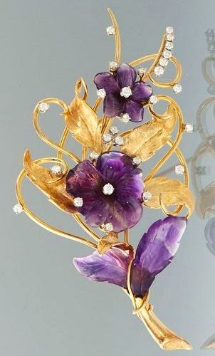 Art Nouveau / A Large Carved Amethyst, Diamond and Gold Brooch
