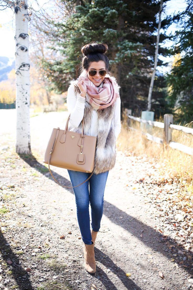 Bloggers We Love: /emilyanngemma/ styles Sole Society booties