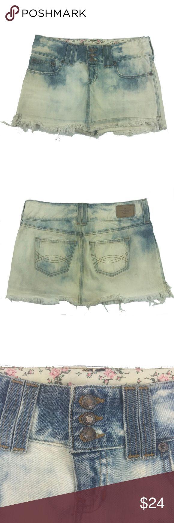 "Jean Skirt Womens 2 31"" Festival Denim Acid Wash Pre-owned condition.  MEASUREMENTS: Waist: 31"" Length: 12"" C Abercrombie & Fitch Skirts Pencil"
