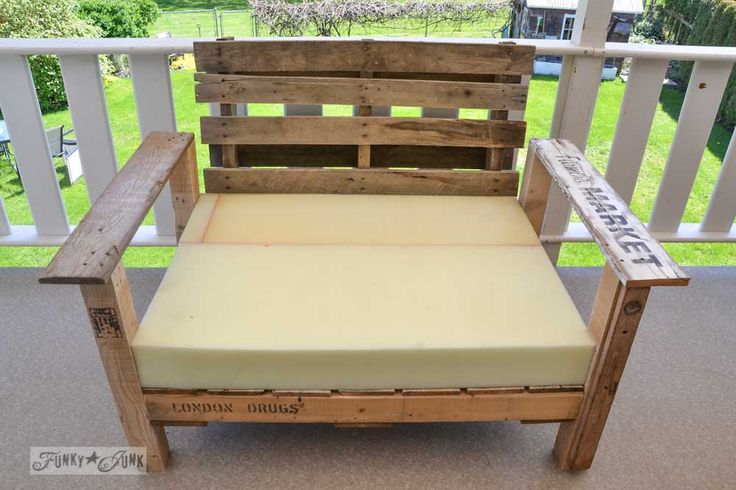 pallet wood patio chair build via Funky Junk Interiors