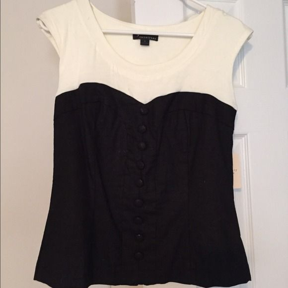 Black and white top Black and white short sleeve top, buttons on front (details in pictures), gold zipper on back Forever 21 Tops