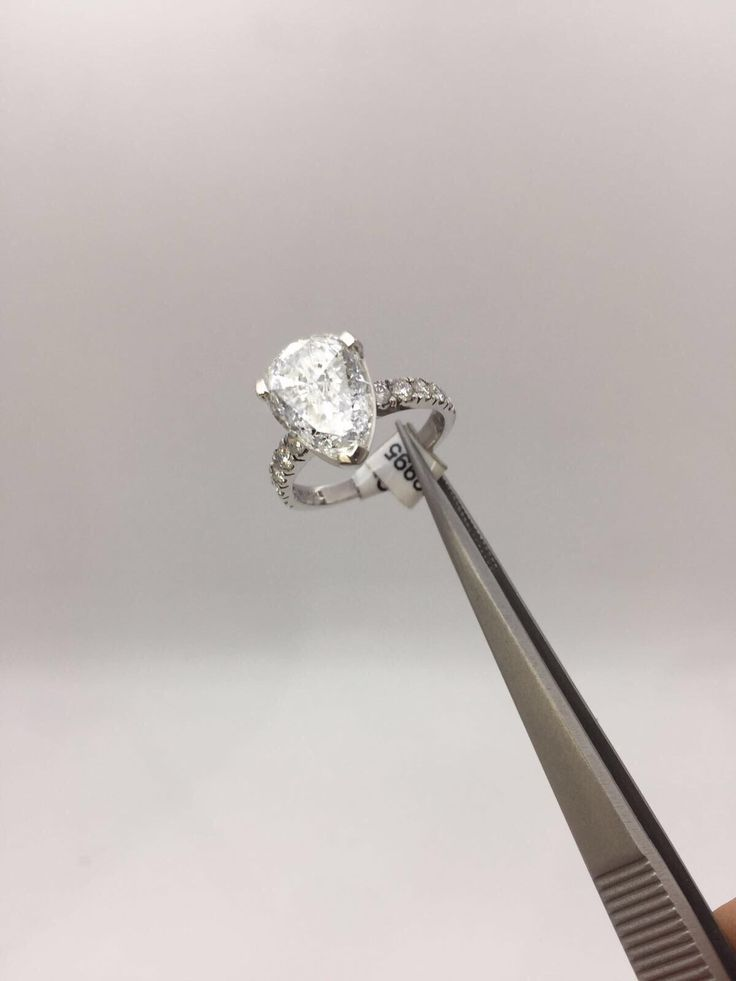 Our stunning 2.70ct pear shape is sure to get the perfect answer when you pop the question! 💍 http://bondsjewellery.co.uk for more info!   📲07500129668 #engagementring #diamonds #pearshape #brilliantcut #wedding #rings #diamondring #whitegold #platinum #luxury #ringsoginstagram #engaged #gift #presents #giftsforher #diamondsforsale #jewellery #jewellers #essex #london #hattongarden #bondsofbrentwood