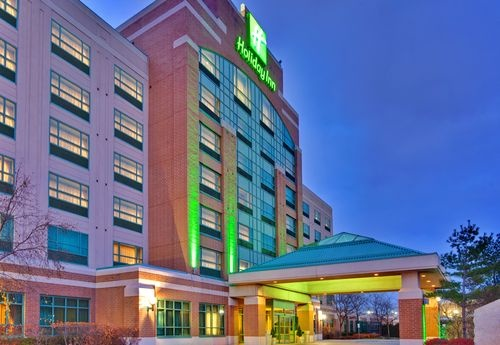 The Holiday Inn Oakville @ Bronte hotel is ideally located in beautiful Oakville, Ontario, halfway between Toronto and Niagara Falls. When you stay with us, you'll enjoy friendly, superior service, top-quality amenities and award winning accommodations.