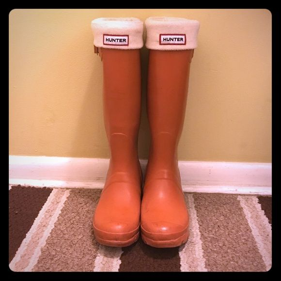 Hunter Wellie Boots Original Hunter Wellington Boots in orange, size 7. Comes with cream Wellie socks and original box. Hunter Boots Shoes Winter & Rain Boots