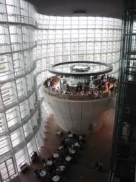 六本木 国立新美術館 - The national art center of Tokyo in Roppongi.