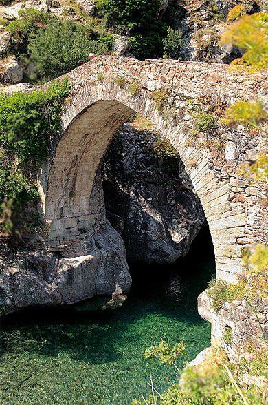 Pont génois vallée d'asco Corse                                                                                                                                                                                 Plus