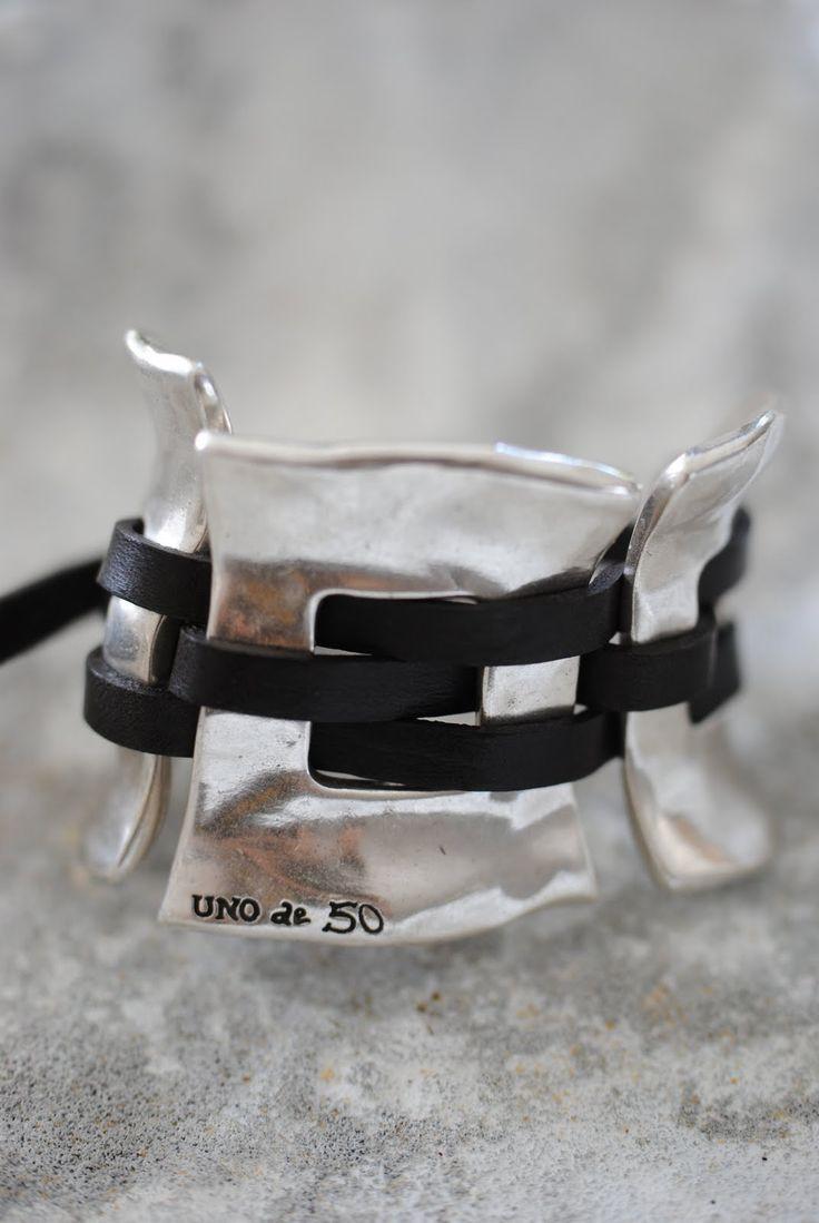 Nu har vi fått in supersnygga handgjorda smycken i butiken. Det är från spanska UNO de 50 . Armband & ringar i flera modeller. Flera fin...