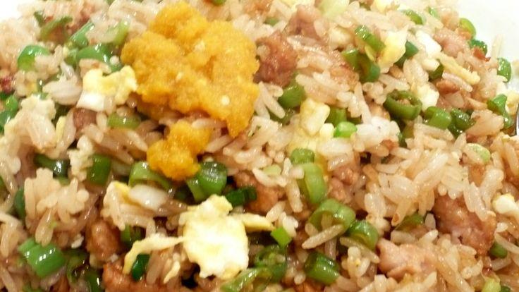 Nasi met sperziebonen [kleine stukjes], kipdijvlees [hakmachine halen], uitloop eieren, verse knoflook en gember [choppen], keltisch zeezout, Chans sesam olie en oestersaus...en de kids vinden het heerlijk!! Smakelijke groet, Tammy Wong van Koken Met Specerijen