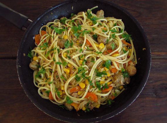 Spaghetti with tuna, corn and mushrooms | Food From Portugal. Do not have much time and want to prepare a simple, fast and healthy recipe? Try this delicious spaghetti recipe with the pleasant mixture of the tuna, corn and mushrooms.  http://www.foodfromportugal.com/recipe/spaghetti-tuna-corn-mushrooms/