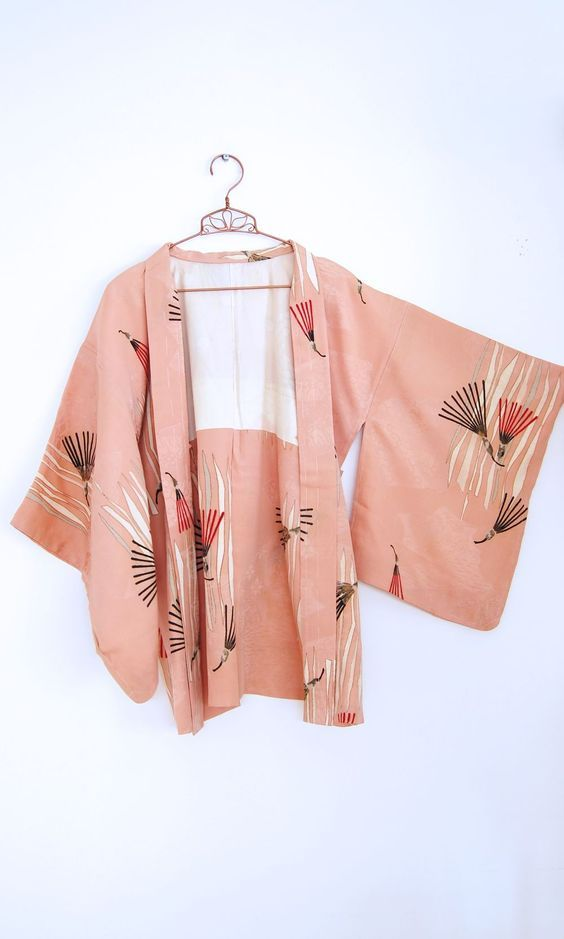 This Japanese kimono has used the colour pink and some red and brown lines to make it balance.