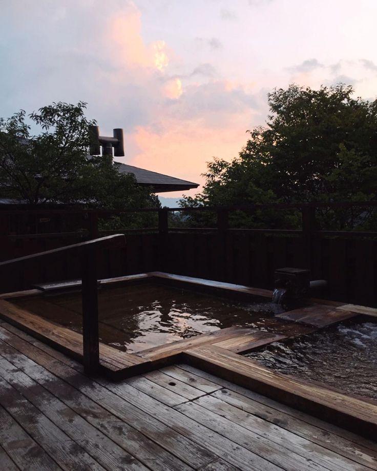 Écouter le chant des oiseaux, admirer le sunset e…