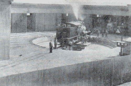 Locomotora a vapor en la tornamesa de Coloso