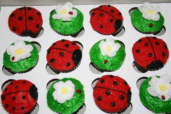 Can't decide between lady bugs and mickey mouse for Em's bday party... birthday-party-ideas