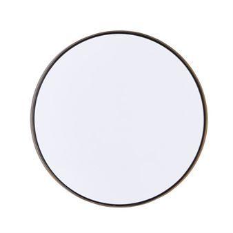 Med hjælp af spejlet Refleksion fra House Doctor, skaber du let en indbydende spejlvæg i din entré eller i dit soveværelse. Spejlet fås i flere størrelser, der komplementere hinanden og den enkle ramme får spejlet til at