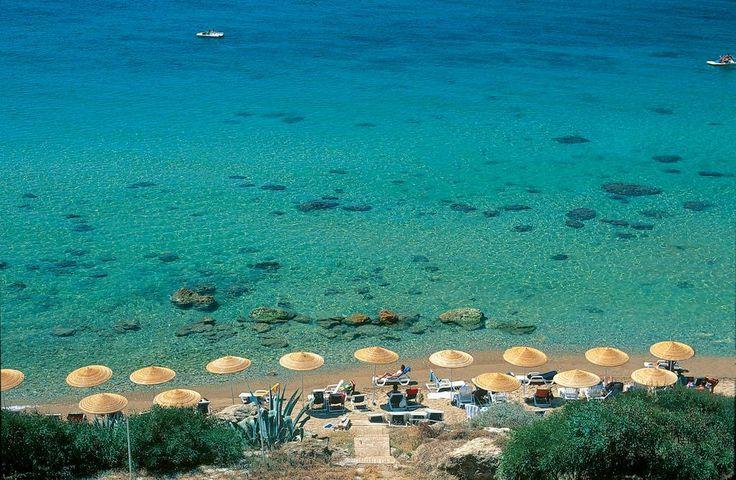 Il Th Resorts le Castella Village è situato a Punta Le Castella su una terrazza naturale immersa nella macchia mediterranea.