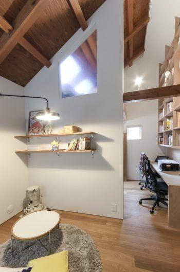 2 階のリビングスペースの奥に子ども部屋。その隣に書斎スペースがつくられている。