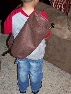 Colors Not Yet Invented: Robin Hood Bow and Arrow BagArrows Bags Us, Sewing, Hoods Bows, Colors, Crafty Bit, Crafty Crafts, Boys Stuff, Robin Hoods, Crafty Ideas