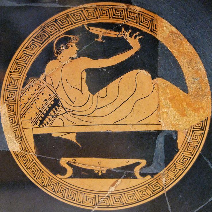 """Giovane che gioca al """"cottabos"""". Kylix a figure rosse, 480–460 a.C. , Chiusi"""