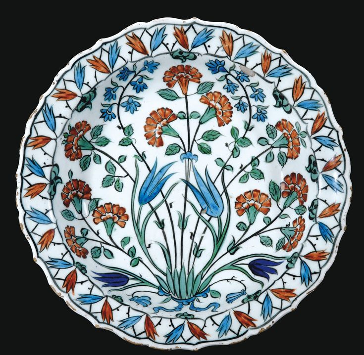 AN IZNIK POLYCHROME POTTERY DISH, TURKEY, CIRCA 1560