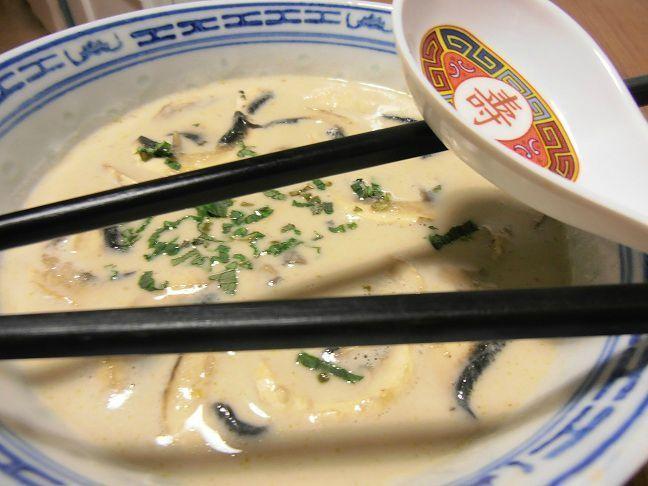 Soupe aux champignons, lait de coco, citronnelle et coriandre - La Valkyrie végétarienne - Vegan recipe