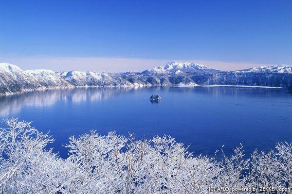 摩周湖の樹氷と湖(北海道)