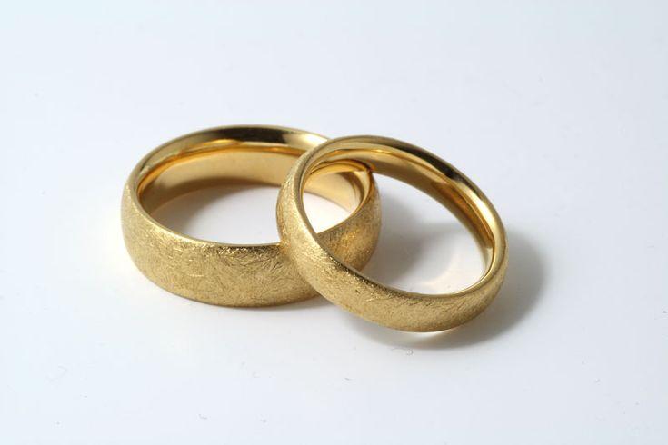 Besondere eheringe gold  Trauringe - Gelbgold, eismatt | Schmuck | Pinterest | Schmuck