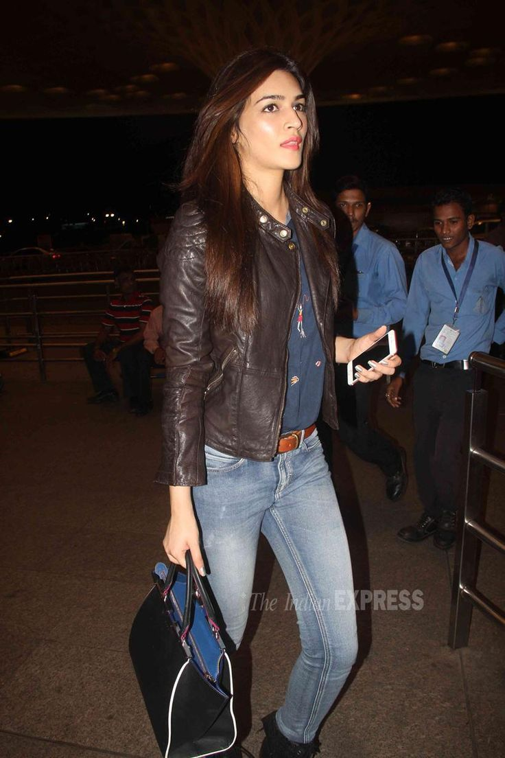 Kriti Sanon at Mumbai airport. #Bollywood #Fashion #Style #Beauty #Hot #Sexy