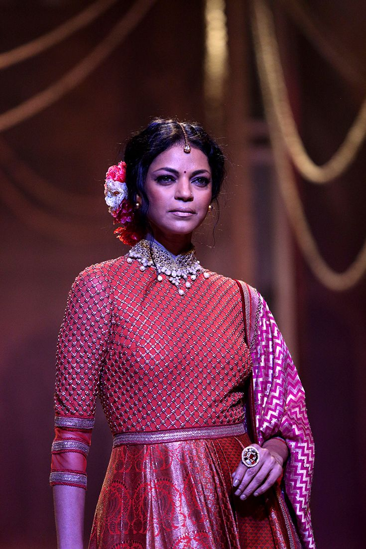 Models in the best of bridal wear from Sunny Diamonds as they take the stage in the Tarun Tahiliani show  #sunnydiamonds #belgiumdiamonds #originofbrilliance #internallyflawless #m4marryfashionweek2016 #sunnydiamondsfashionshow #m4marry #malayalamanorama #taruntahiliani​