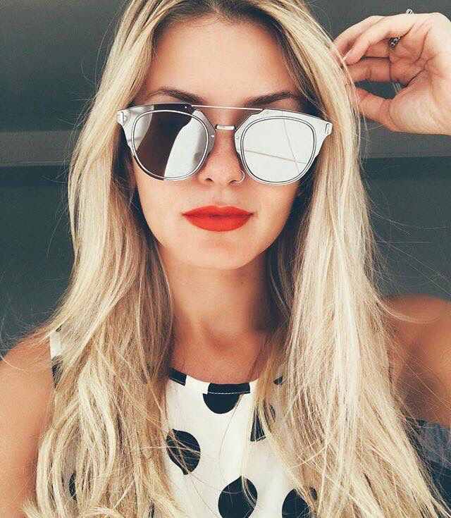 Mari Dalla super fatal com seu Dior Composit Prata. Venha comprar o seu: www.oticaswanny.com